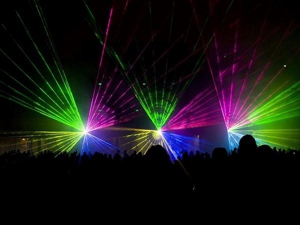 spectacle laser défilé de mode