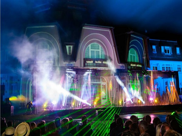 spectacle laser en couleurs